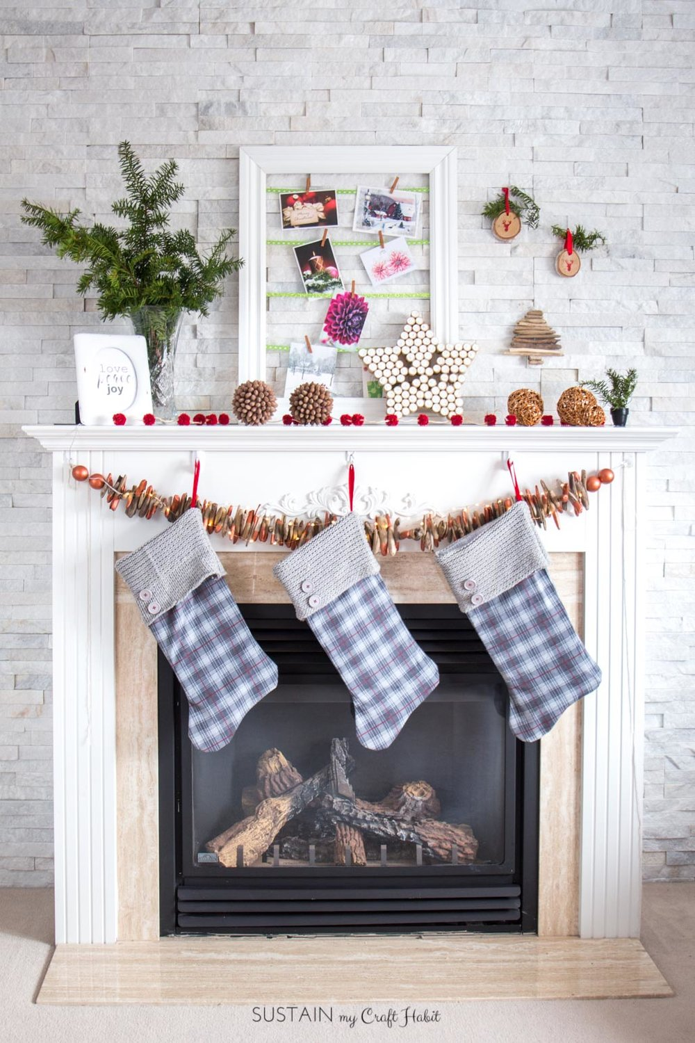 Can't believe all the DIY ideas on this rustic Christmas mantel!