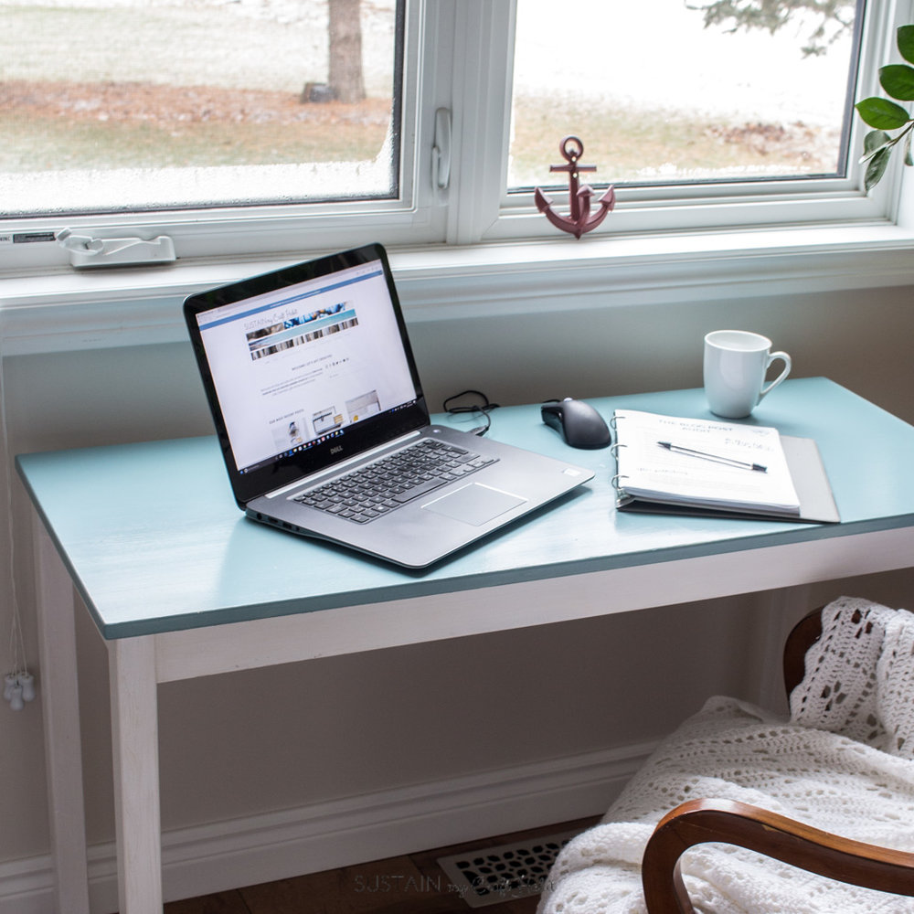 DIY wood console table coastal makeover | Simple home office nook | How to repaint yelllowing furniture | Simple upcycled table project with tutorial