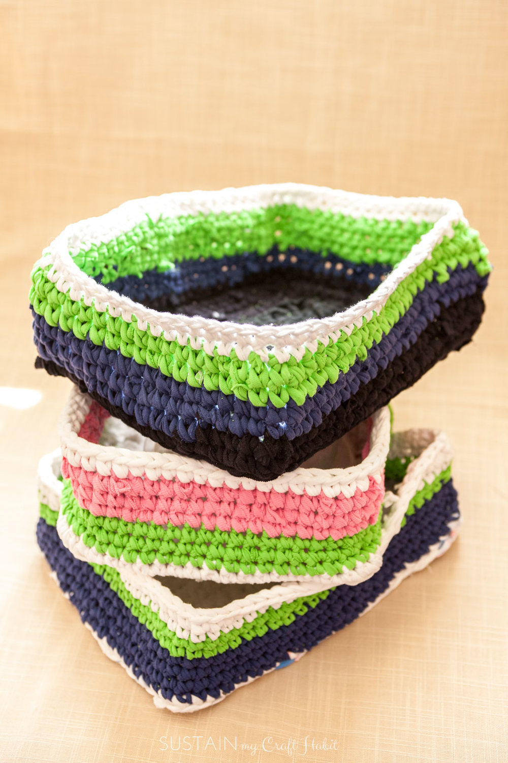 Free crochet rectangular basket pattern using t-shirt yarn | Cheap DIY organization ideas for the home | Laudry room organizing baskets | Upcycling craft idea - SustainMyCraftHabit