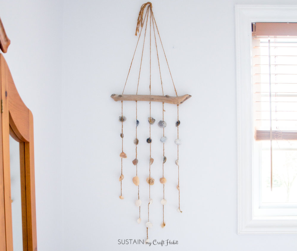 Rustic beach house decor idea : how to make a seashell wind chime. Looks great as a nautical decor idea. Perfect for the cottage!