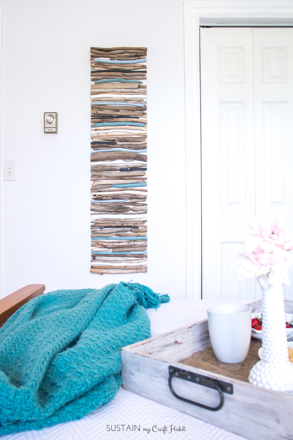 DIY Coastal Decor - Painted Driftwood Wall Art | Driftwood craft project | Lake house or cottage decorating idea | Cheap driftwood decor