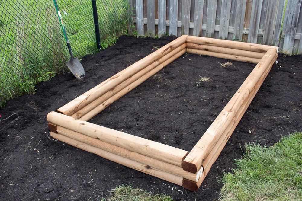 Learn how to make a simple raised garden bed for your backyard | Step-by-step DIY tutorial for this backyard gardening idea.