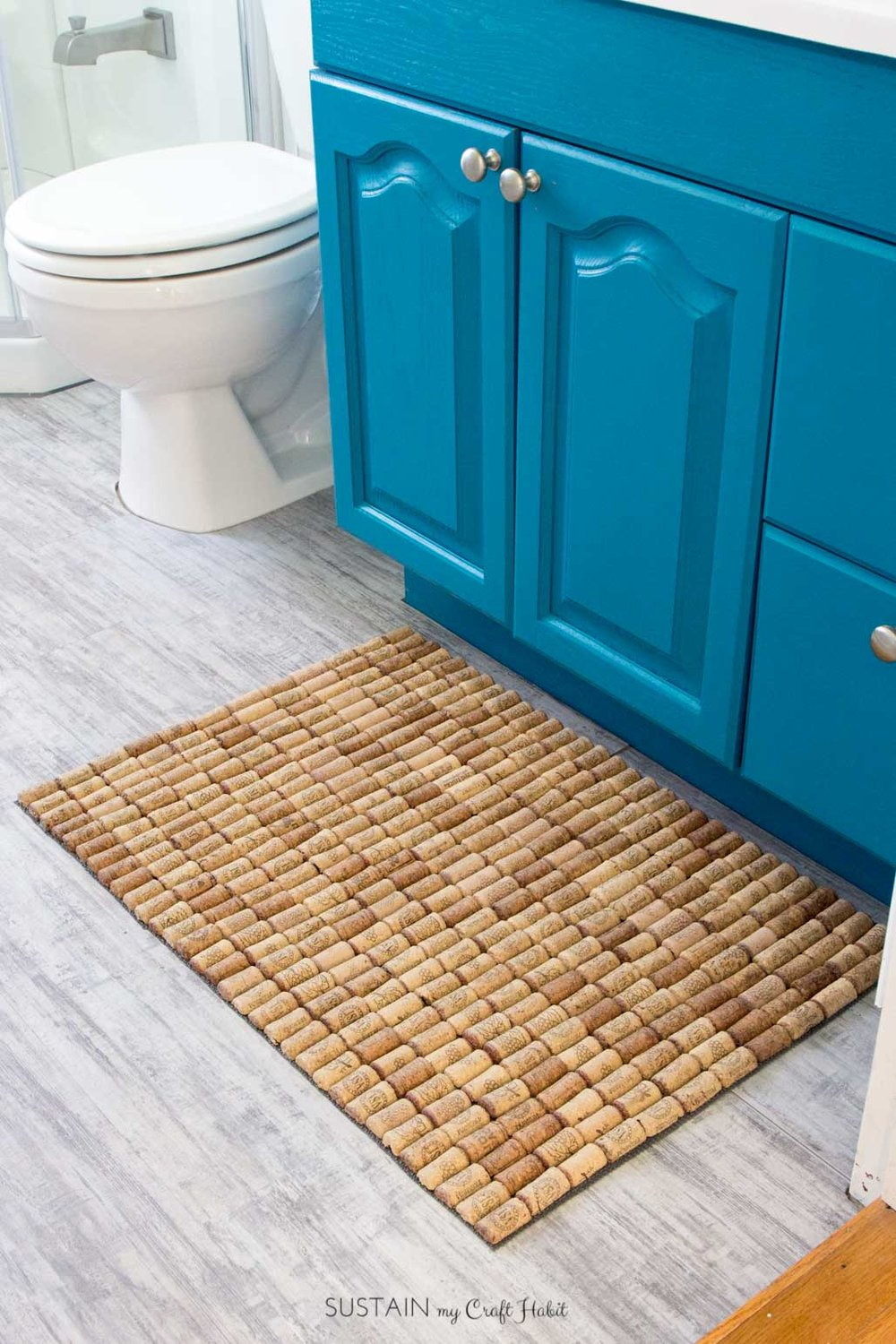 So fun! Learn how to make a DIY wine cork bath mat. Would also be great for the kitchen. The full step-by-step tutorial for this DIY upcycling home decor idea is included.