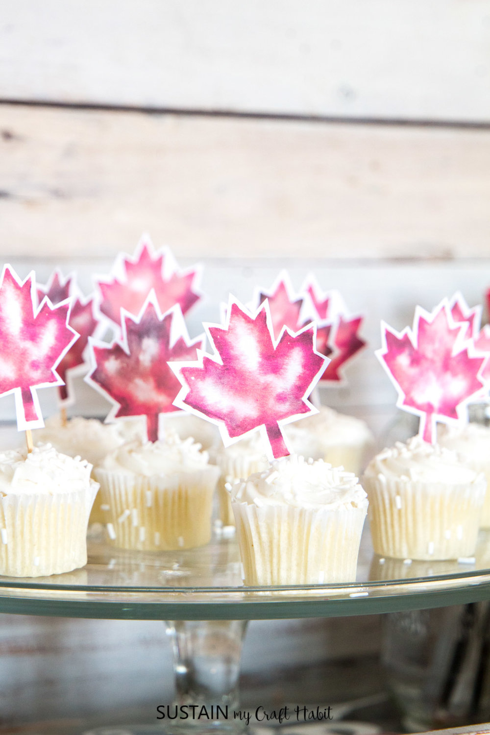 Free printable Canada Day cupcake toppers, art and watercolour O Canada banner. Everything you need to celebrate Canada's 150th birthday!