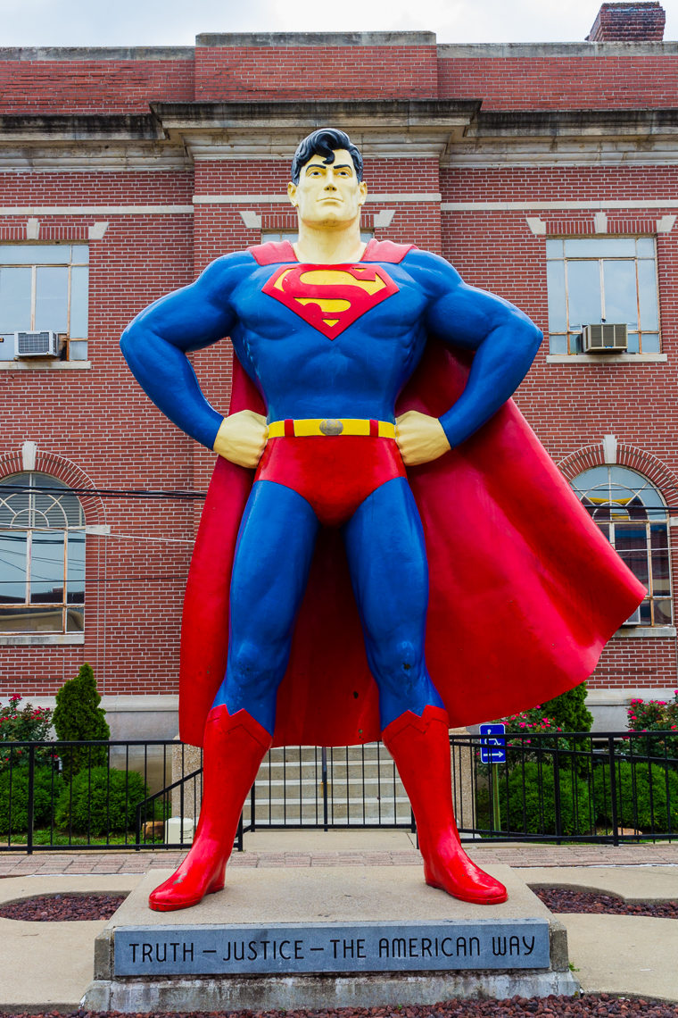 wpid5249-Giant-Superman-Statue.jpg