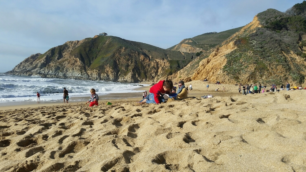 Montara beach..views of cute kids plaing and big loud waves crashing. A picnic with my sweetie...cheeses, meats, veggies and chocolate.