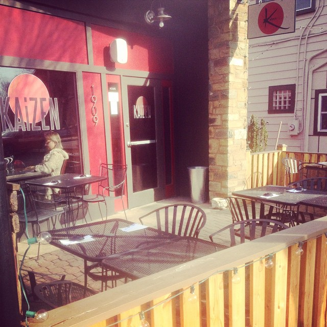 Annnnd just like that, winter is gone and the patio is OPEN!! #hellospring #eatlocal #sunshine #alfresco