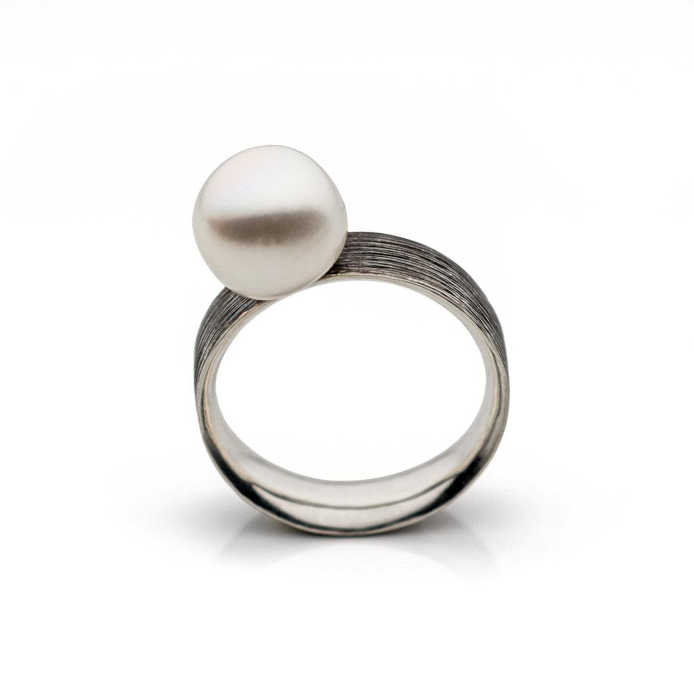 michelle-simon-argentium-silver-pearl-statement-ring.jpg.jpg