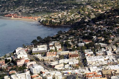 Looking north from downtown La Jolla toward La Jolla Shores and the La Jolla Beach & Tennis Club. This is also the launching area for all kayak rentals in La Jolla. Aerial photo by Darryl Kimball