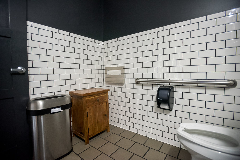 Bathroom_2.JPG