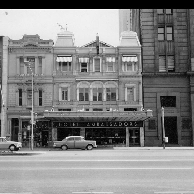 Incredible picture of Hotel Ambassadors on King William St. Before the enclosed balcony was created which has left us with the stunning balcony ballroom. @ambassadorshotel #adelaidehistory #somanystories #oldschool #lookingforexactdate #history #adelaidepastandpresent
