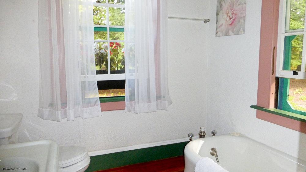 Bathroom in Pink Suite