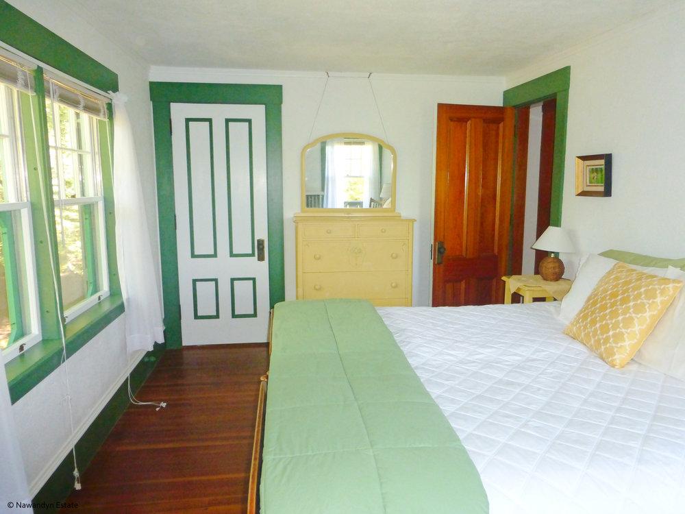 Copy of Green Bedroom sleeps 2 in king or 2 twins