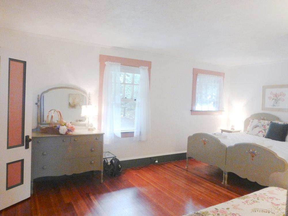 Pink Bedroom sleeps 3 & adjoins bathroom