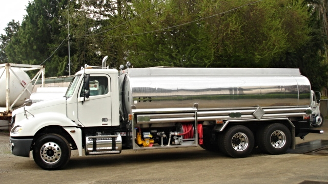 Maui Oil 4800 4 comp. fuel truck 006.jpg
