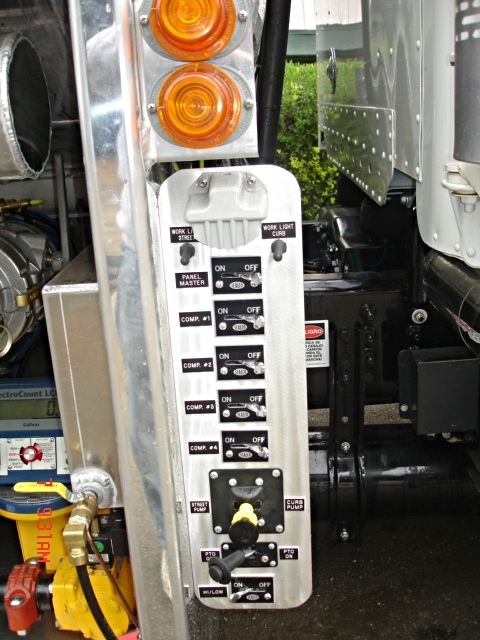 Maui Oil 4800 4 comp. fuel truck 050.jpg