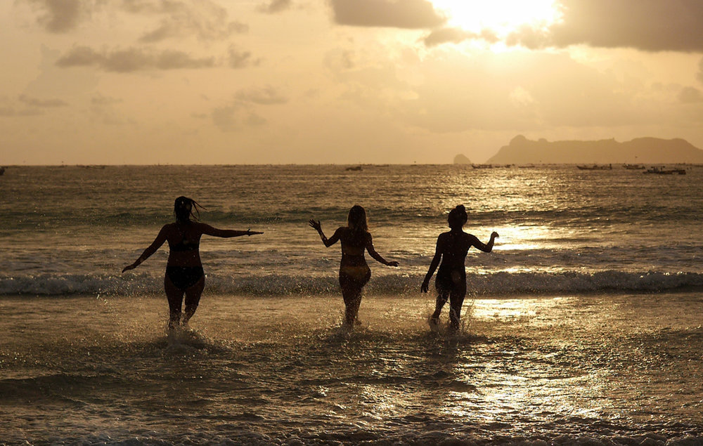 Yoga Girls Sunset Bali Yoga Retreat Lombok