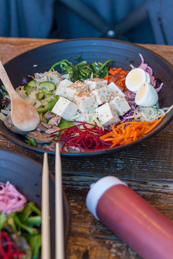 Chicago Restaurant Review by Bubbles in Bucktown: En Hakkore - a BYOB Korean bibimbap shop in Bucktown with fresh ingredients and quick service - 4 out of 5 flutes (bubblesinbucktown.com)