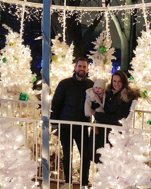 So fun building new traditions with my tiny fam! E loved looking around at the Zoo Lights 🎄✨ (Not pictured: warm spiced 🍷 + 🥨 to keep the parents interested.)