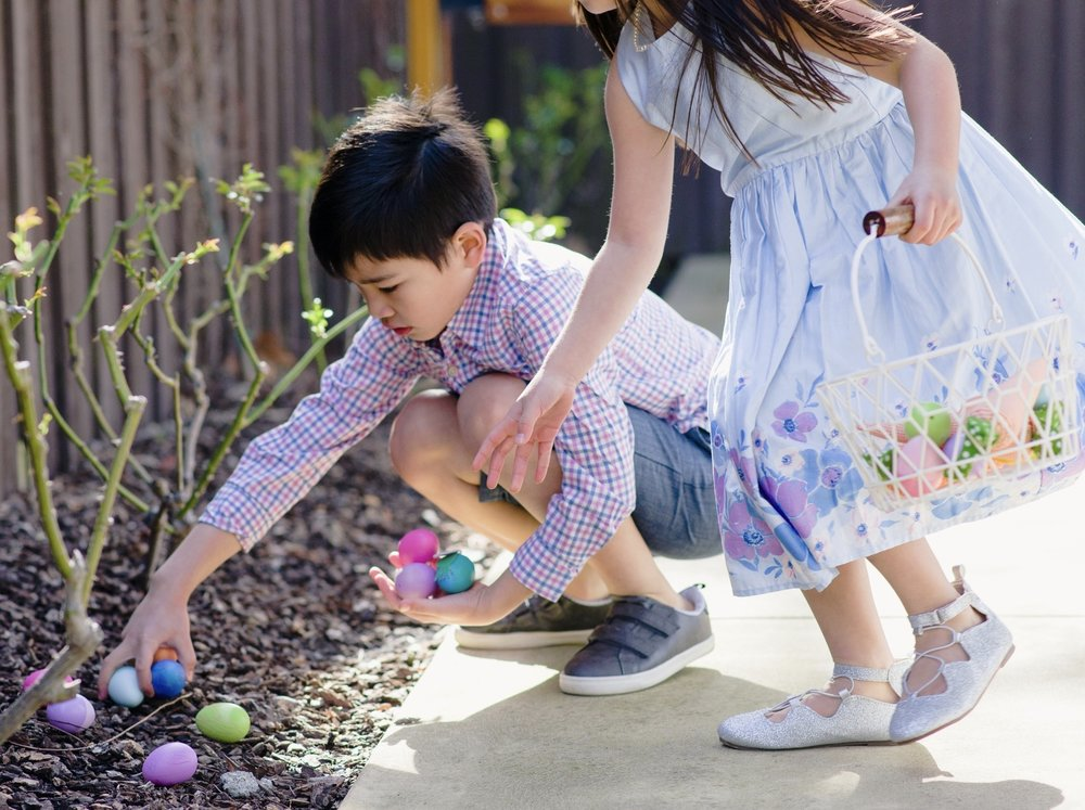 momlikethat - easter egg hunt with oshkosh.jpg