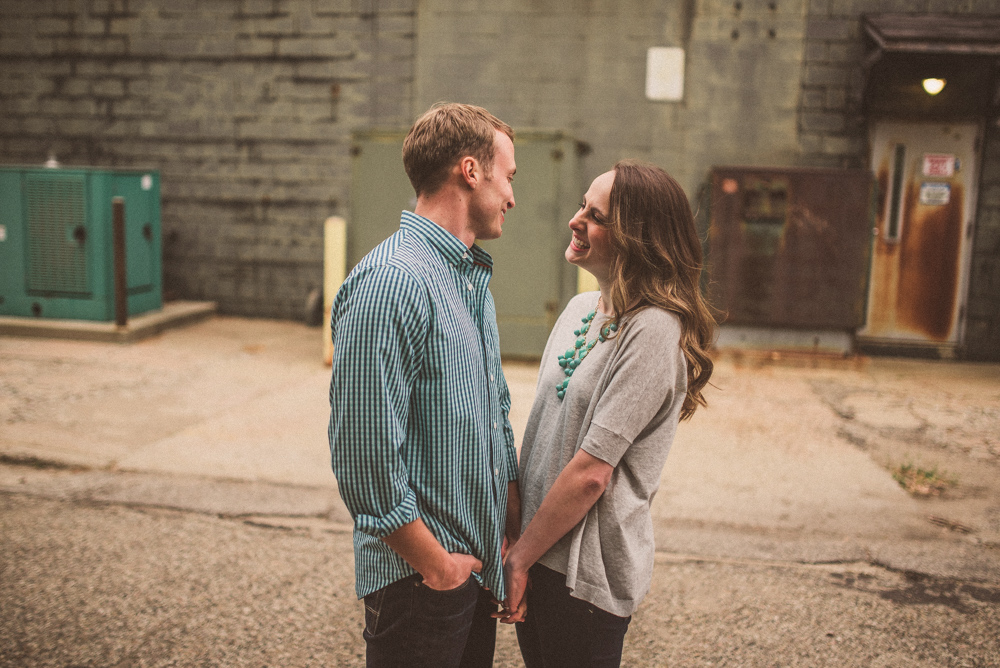 kaitlyn-logan-chicago-grand-rapids-engagement-photography-4.jpg