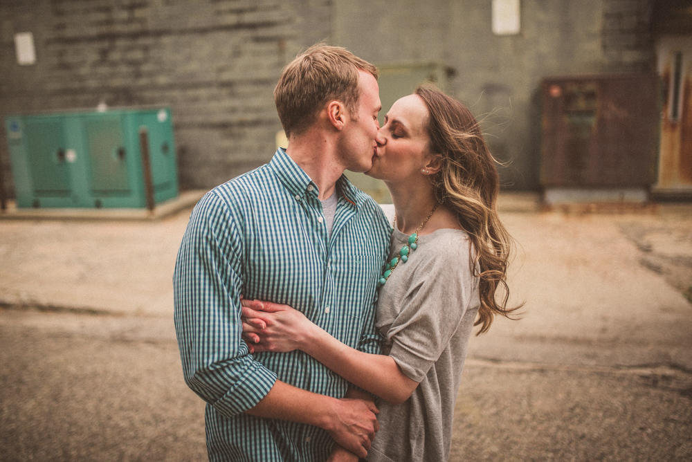 kaitlyn-logan-chicago-grand-rapids-engagement-photography-11.jpg