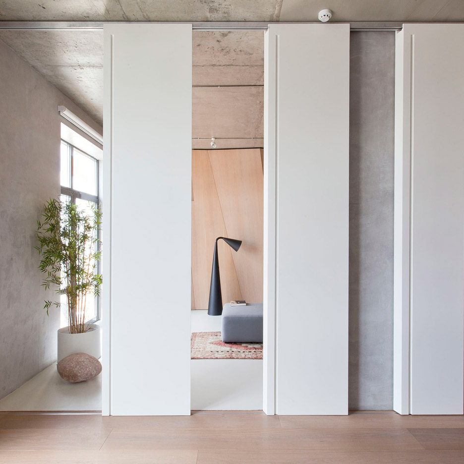 apartment-in-moscow-by-m17_dezeen_sq.jpg