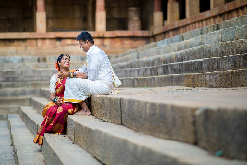 Pixel-Chronicles-Basavaraj_Pooja-bhoganandishwara-temple-Kalyani-Candid-Wedding-Photoshoot-South-Indian-Wedding-Couple-Photoshoot-26.jpg