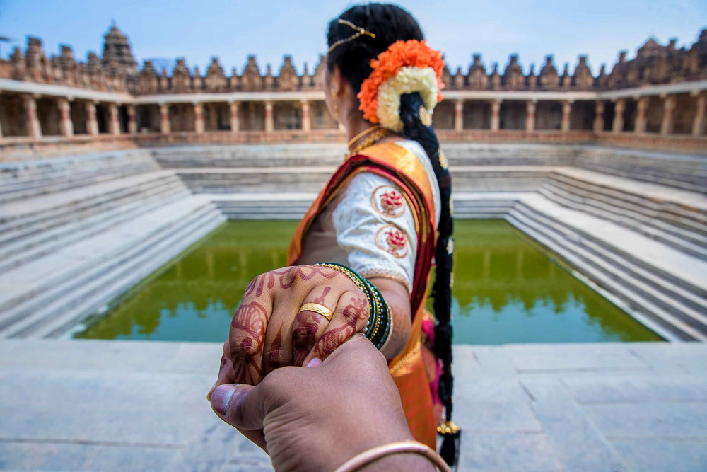 Pixel-Chronicles-Basavaraj_Pooja-bhoganandishwara-temple-Kalyani-Candid-Wedding-Photoshoot-South-Indian-Wedding-Couple-Photoshoot-Follow-Me-32.jpg