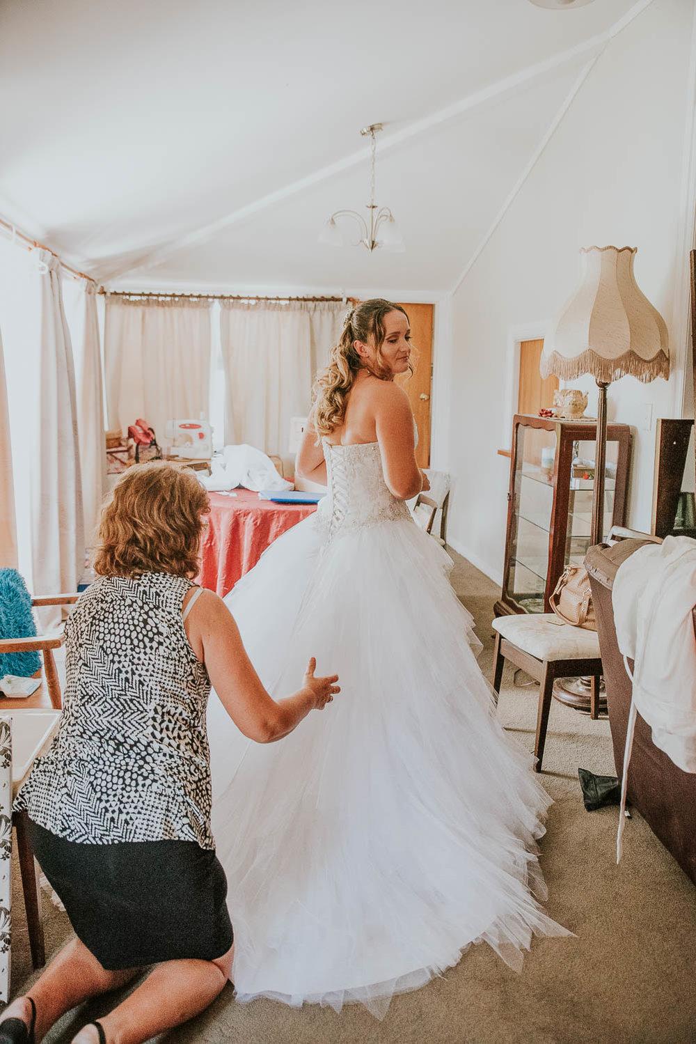 james-melinda-auckland-rustic-farm-wedding-17