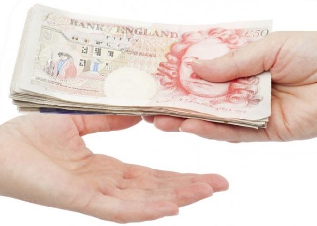 o-MONEY-POUNDS-HAND-facebook-1-1140x500.jpg