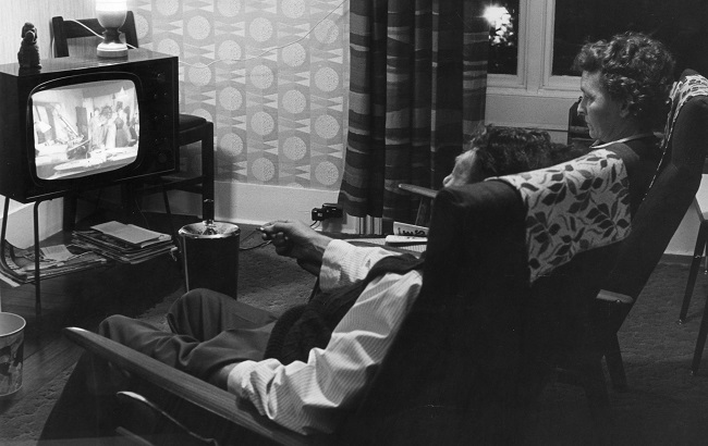 Vintage couple watch TV.jpg