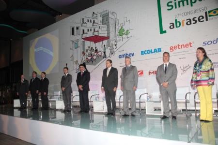 Cerimônia reuniu número histórico de parlamentares e mostrou a força do setor. Foto: Zé Filho