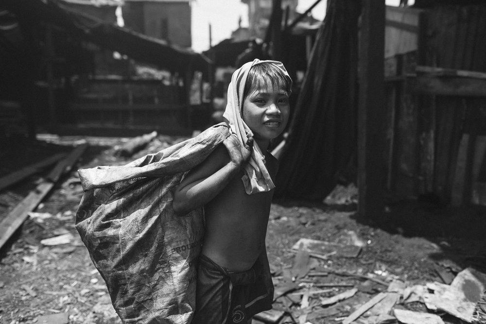 Criança trabalhando em Tondo, Manila.