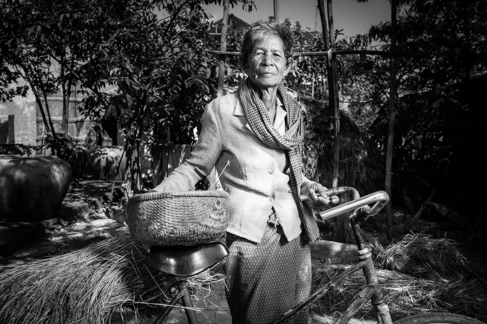 Huot Sarom  , hoje com mais de 70 anos, símbolo da resistência no Camboja