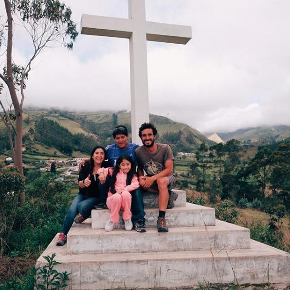 Com Pedro e sua bela família em Isinliví, Equador