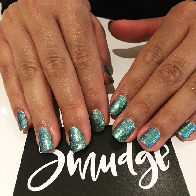 Happiness is freshly painted nails 💅🏼 . , . . . . #smudgebeautybar #manicure #pedicure #glitter #shellac #vinylux #613 #613nails #northdal #ottawa