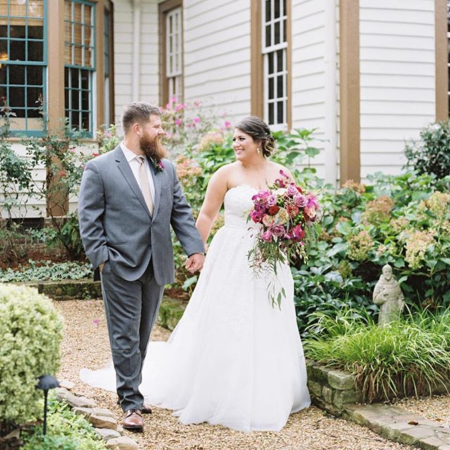 Double tap if you love love! Jordan + Ike just moments after their #firstlook. They couldn't take their eyes off of each other! 💓