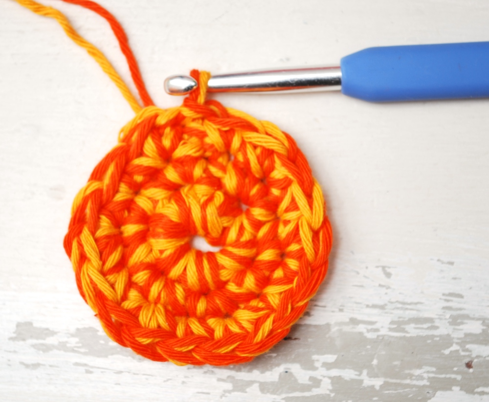 crochet circle round 3
