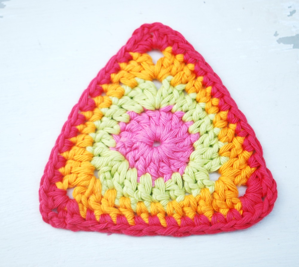 Colourful crochet bunting tutorial