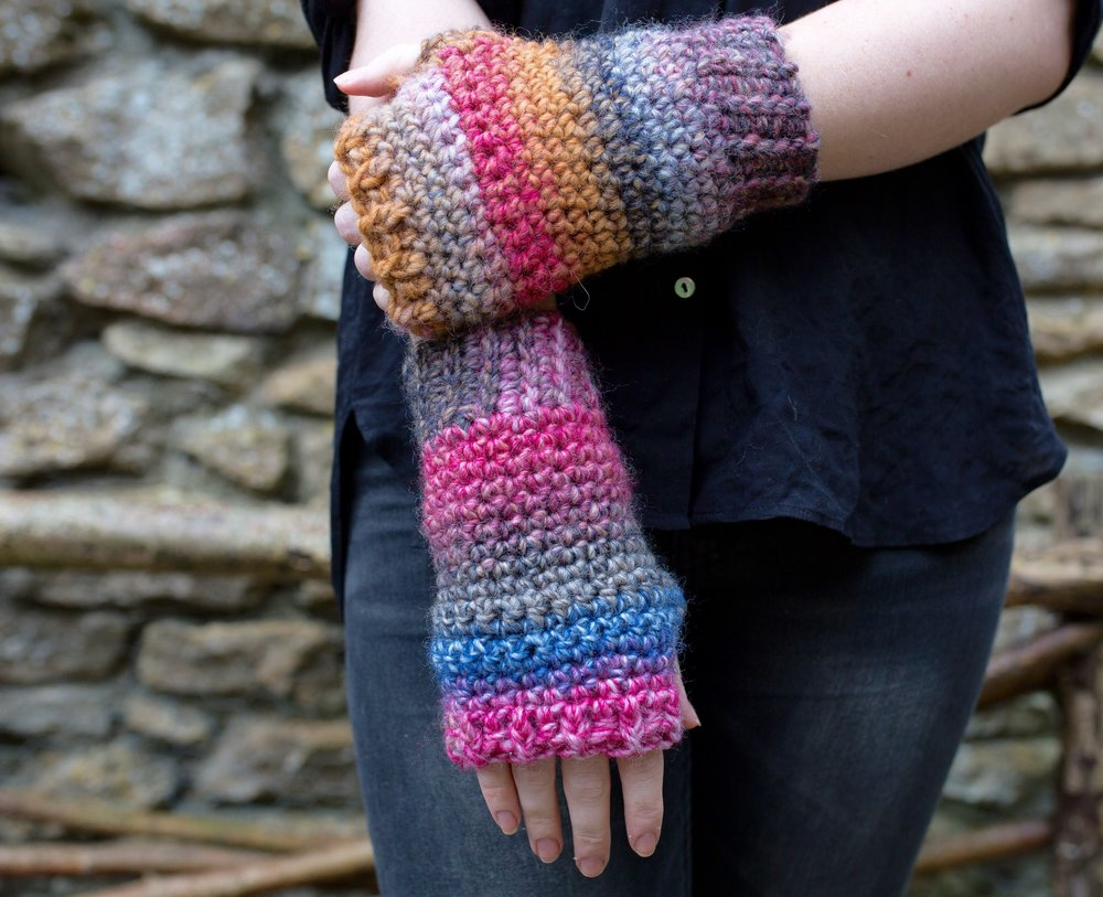 Easy Crochet Fingerless Mitten Gloves. Free pattern tutorial.