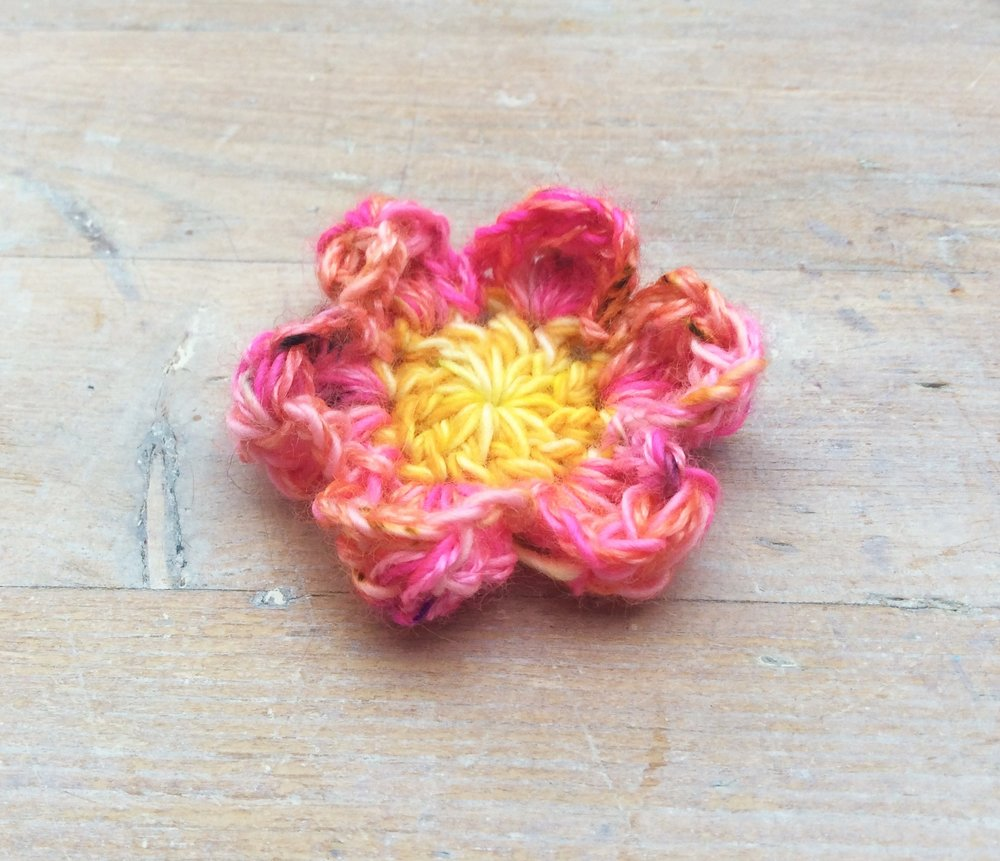 free crochet flower tutorial.  Part 1 pink petals