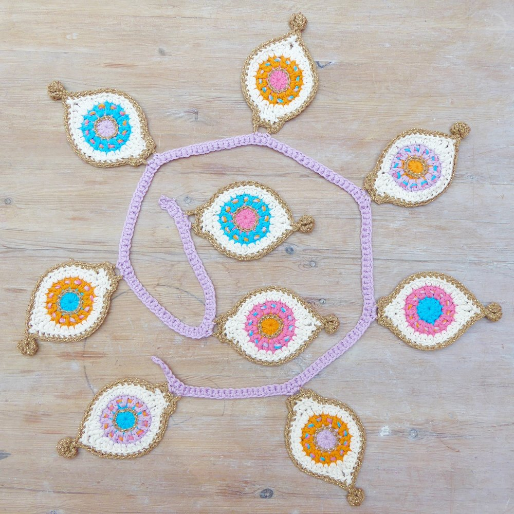 Crochet Bauble Bunting hanging string