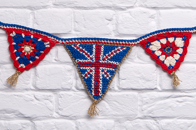 Union Jack crochet Bunting free pattern by Emma Leith