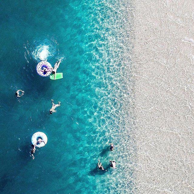 Aussie ocean pool party in the perfect waters of @tallebudgeracreektouristpark 📷: @ty_sheers_photography #aussiescoop #poolparty . . . . . #pure #veganicecream #vegan #mango #strawberry #dairyfree #dairyfreeicecream #sugarfree #glutenfree #sugarfreedessert #eatclean #eathealthy #fruit #laeats #yummy #adventure #explore #australianicecream #aussie #feelgoodfood #cleanmade #govegan #poweredbyicecream #poweredbyplants #vegansofinstagram #fruitfreeze #fruitsoftserve #icecreamforbreakfast