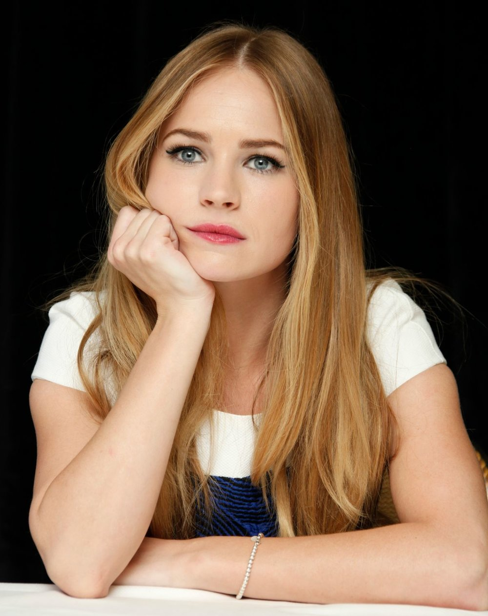 britt-robertson-at-the-longest-ride-press-conference-in-new-york_9.jpg