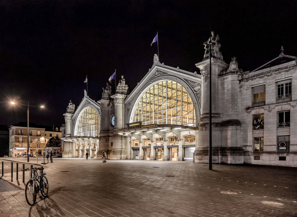 Tours - Gare de Tours by night.jpg