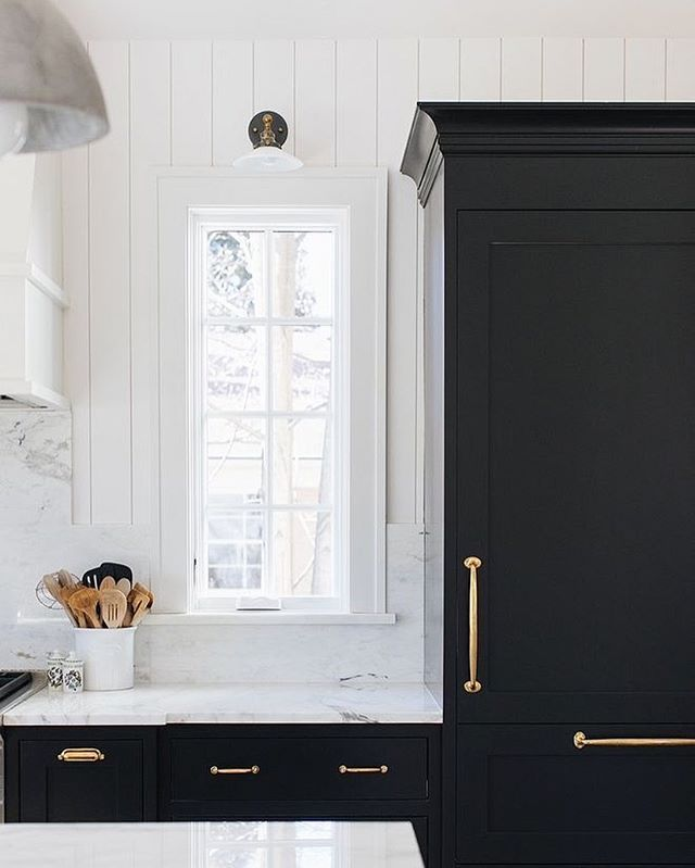 we've got a few projects with new kitchens on the go ... including our own house!! Lately I'm loving black cabinets and I think that's where we are headed with our little Reno ☺️ . . . Image: @pinterest