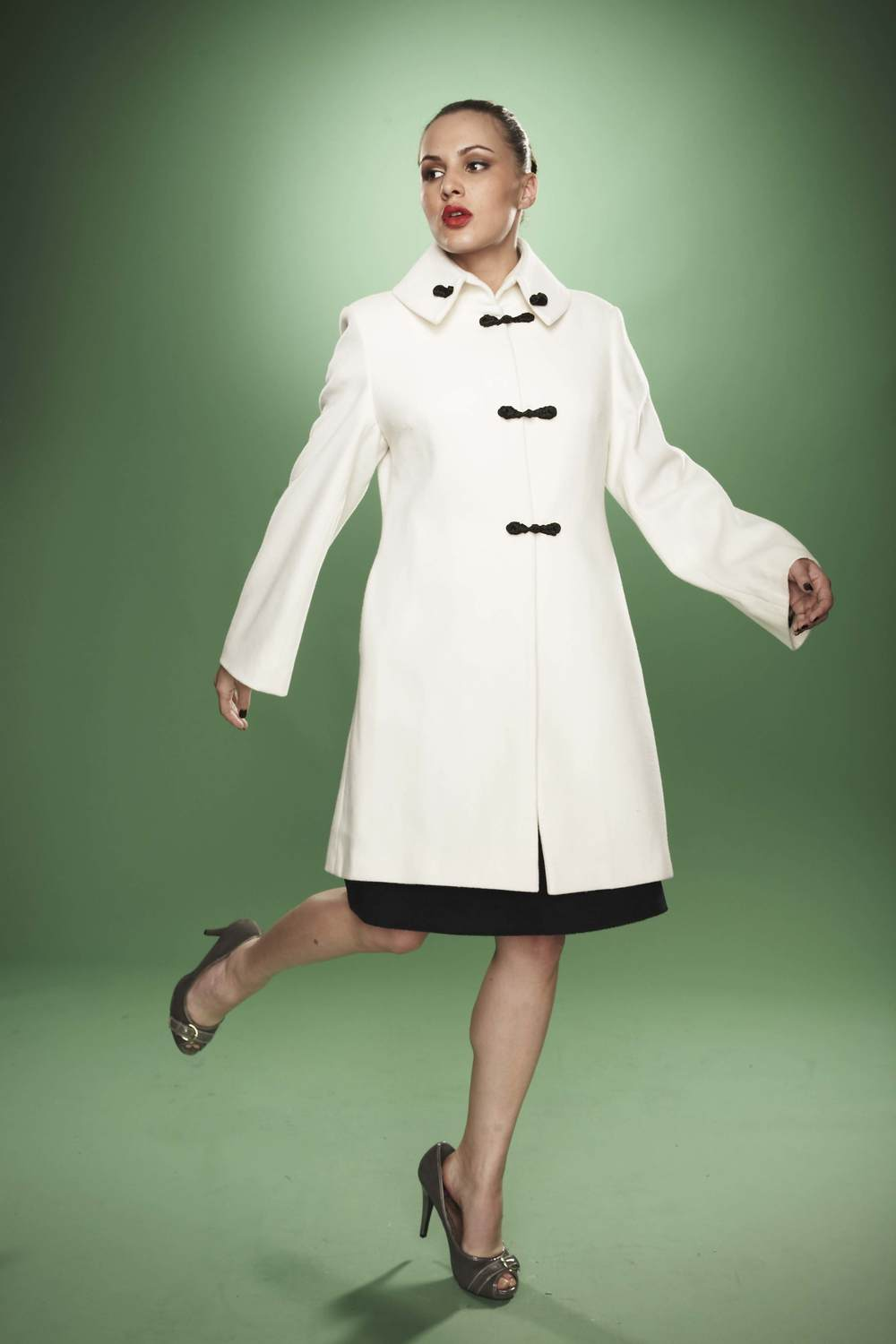 Wide collar coat with handmade closures.jpg