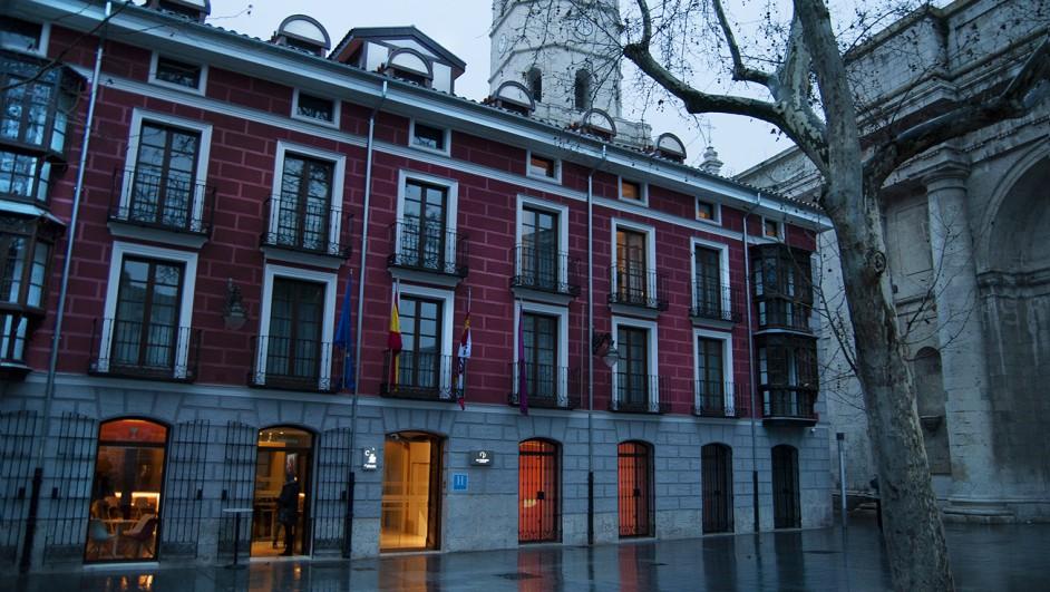 Fachada Hotel El Coloquio de los Perros. Plaza de la Universidad Valladolid